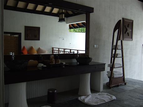 IH_bathroom2.jpg